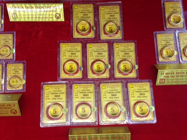 Giá vàng trong nước tuột mất mốc 33 triệu đồng/lượng