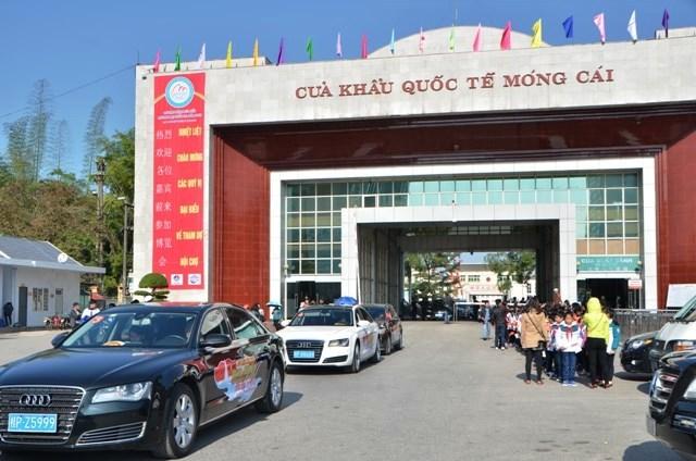 Thí điểm hoạt động xe ô tô du lịch tự lái qua cửa khẩu quốc tế Móng Cái