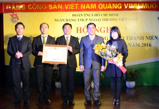 Tuổi trẻ Vietcombank đón nhận bằng khen của Thủ tướng Chính phủ