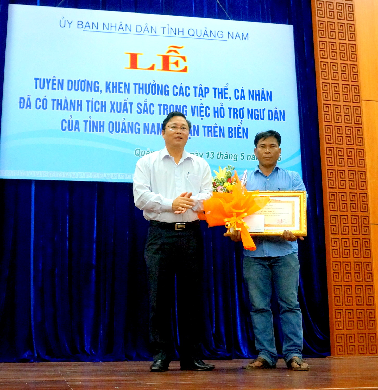 Quảng Nam: Khen thưởng các tập thể và cá nhân cứu hộ ngư dân gặp nạn trên biển