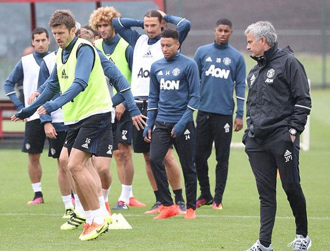 Mourinho bắt đầu cuộc thanh lọc tại Man Utd