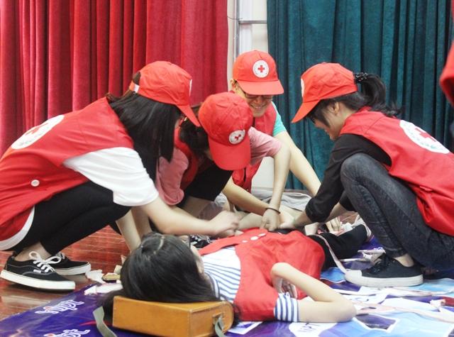 Giáo dục lòng nhân ái và kỹ năng sơ cấp cứu, phòng tránh tai nạn thương tích cho thanh thiếu niên