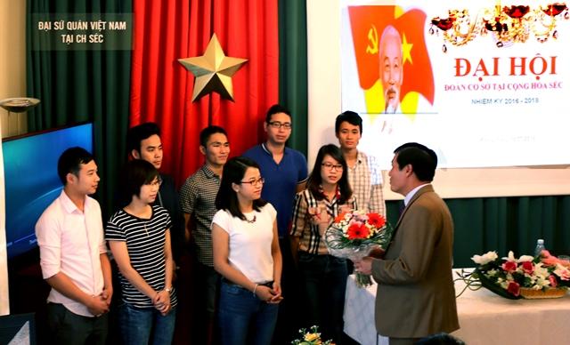 Đoàn viên, sinh viên Việt Nam ở Séc hướng về biển đảo quê hương