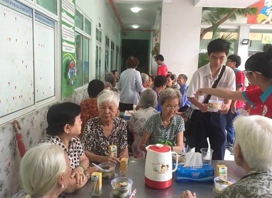 """""""Hành trình trao yêu thương"""" của phụ nữ quận 5 (TP Hồ Chí Minh)"""