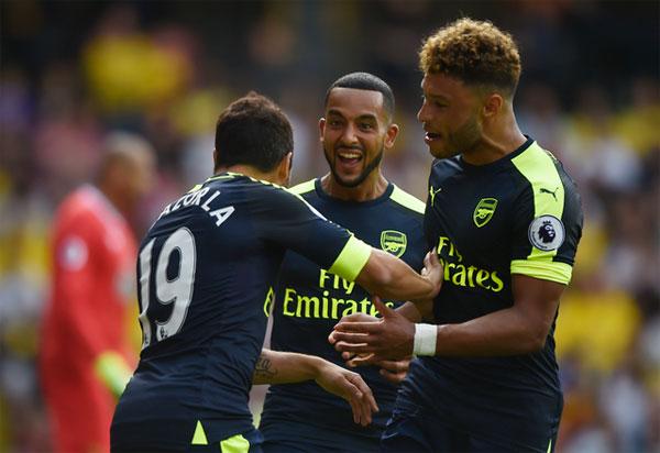 Arsenal thắng trận đầu tiên ở giải Ngoại hạng