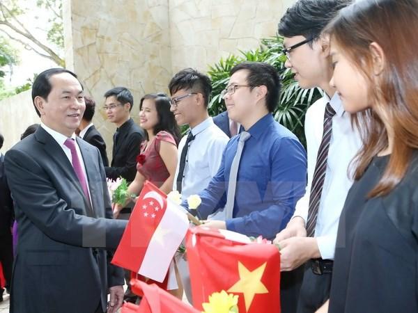 Chủ tịch nước Trần Đại Quang thăm Đại sứ quán Việt Nam tại Singapore