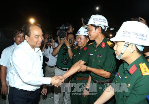 Thủ tướng Nguyễn Xuân Phúc thăm công trình Hầm Đèo Cả