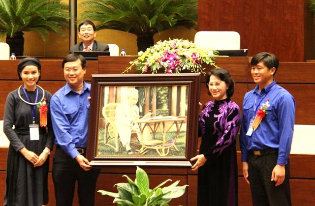 Chủ tịch Quốc hội gặp đại biểu dự Đại hội thanh niên tiên tiến làm theo lời Bác lần thứ IV