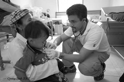 Khám và điều trị miễn phí cho người dân thuộc chín xã nghèo của huyện miền núi Kon Plông - thuộc tỉnh Kon Tum
