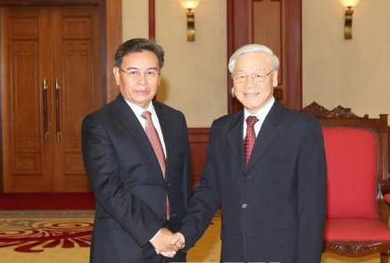 Tổng Bí thư Nguyễn Phú Trọng tiếp Đoàn đại biểu cấp cao Ủy ban Trung ương Mặt trận Lào Xây dựng đất nước