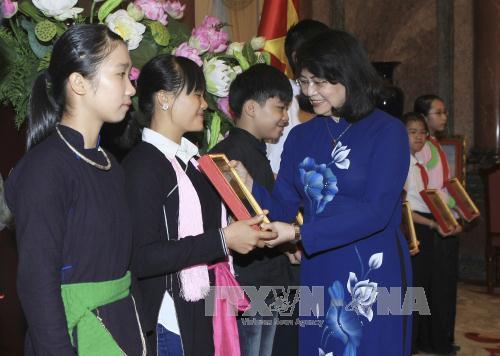 Phó Chủ tịch nước Đặng Thị Ngọc Thịnh gặp mặt đoàn thanh, thiếu niên dân tộc tiêu biểu tỉnh Lào Cai