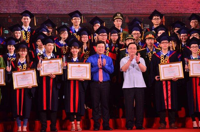Hà Nội tuyên dương 100 thủ khoa xuất năm 2016