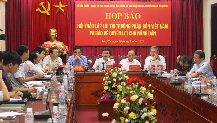 """""""Lập lại thị trường phân bón Việt Nam và bảo vệ quyền lợi cho nông dân"""""""