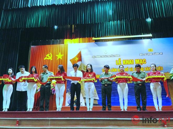 """Triển lãm tư liệu, hiện vật """"Hoàng Sa, Trường Sa của Việt Nam - Những bằng chứng lịch sử và pháp lý"""""""