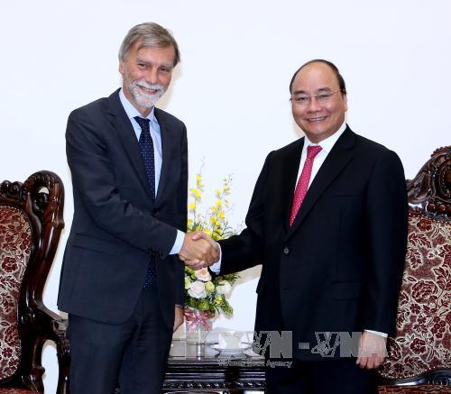 Thủ tướng Nguyễn Xuân Phúc tiếp Bộ trưởng Bộ Hạ tầng và Giao thông vận tải Italia