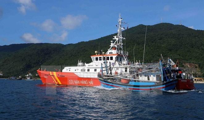 Khẩn trương cứu nạn tàu cá bị hỏng máy, trôi tự do trên biển