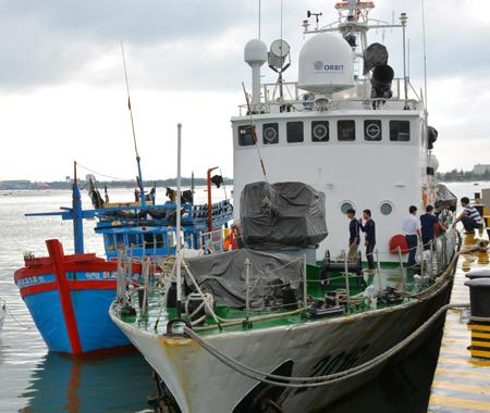 Bộ tư lệnh Vùng Cảnh sát biển 2 cứu nạn tàu cá và 10 ngư dân gặp nạn trên biển