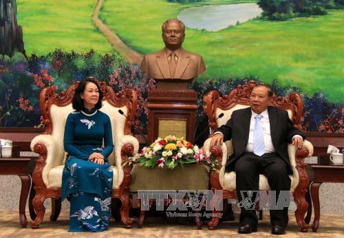 Tổng Bí thư, Chủ tịch nước Lào tiếp đoàn đại biểu cấp cao Đảng Cộng sản Việt Nam
