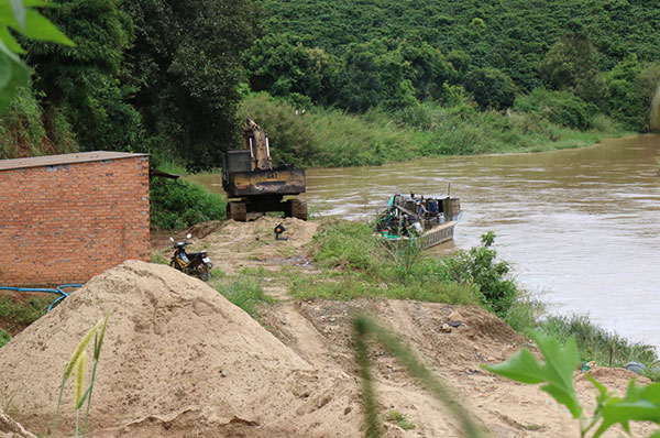 Lâm Đồng: Cần xử lý triệt để tình trạng khai thác cát trái phép trên sông Đạ Dâng