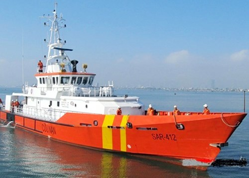 Cứu hộ ngư dân bị bệnh trên biển đưa về đất liền chữa trị