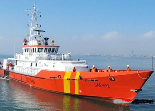 Cứu hộ kịp thời thuyền viên bị bệnh khi đang đánh bắt trên biển
