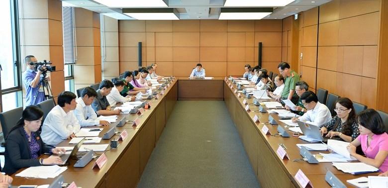 Quốc hội thảo luận tại tổ về kế hoạch tái cơ cấu nền kinh tế giai đoạn 2016-2020
