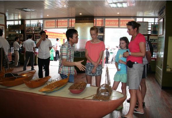 Quảng Ninh: Tạm dừng đón khách tại Trung tâm Văn hóa nổi Cửa Vạn