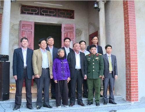 Khánh thành nhà tình nghĩa cho gia đình liệt sỹ ở huyện Phù Cừ