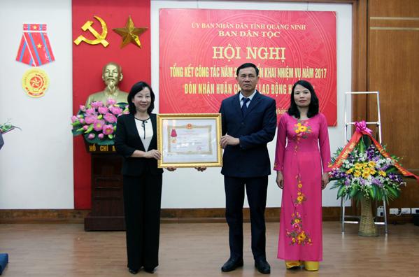 Ban Dân tộc tỉnh Quảng Ninh đón nhận Huân chương Lao động hạng Ba