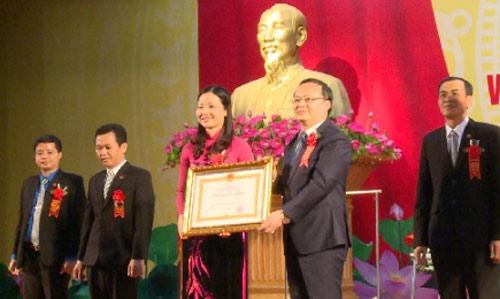 Kho bạc Nhà nước Hưng Yên  đón nhận Huân chương Lao động hạng Nhất