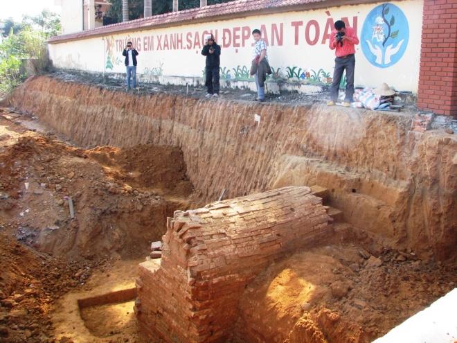 Quảng Ninh: Khai quật 2 ngôi mộ cổ tại Mạo Khê