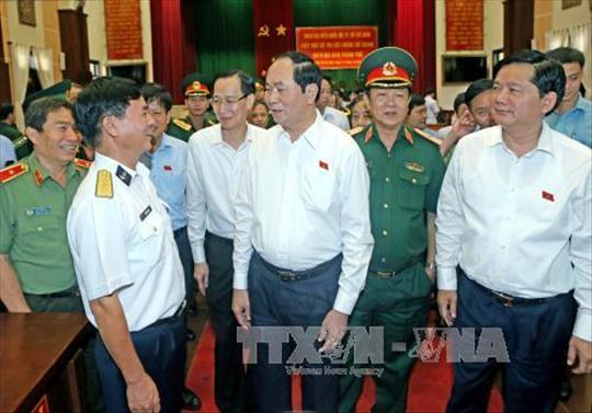 Chủ tịch nước Trần Đại Quang tiếp xúc cử tri lực lượng vũ trang Thành phố Hồ Chí Minh
