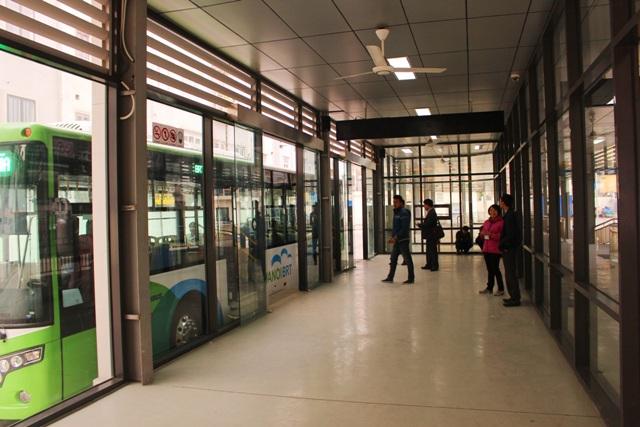 Hà Nội: Xe buýt nhanh trong ngày thứ hai chạy thử nghiệm
