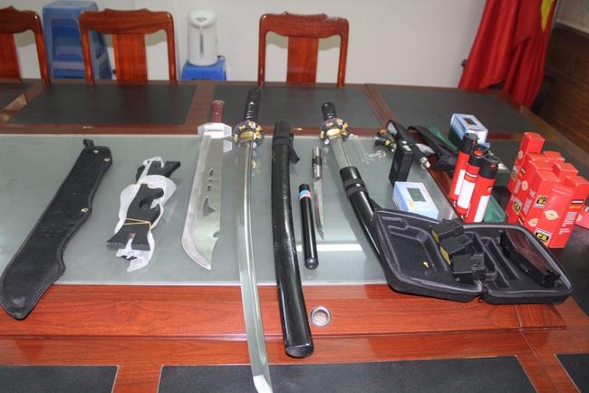 Bắt giữ đối tượng tàng trữ nhiều vũ khí trái phép