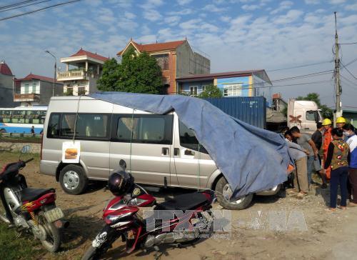 """Nam Định: Tàu hỏa đâm ô tô trên cung đường """"tử thần"""""""