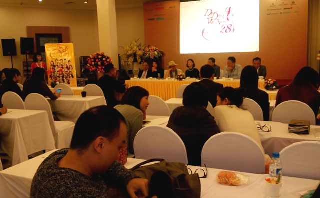 """""""Duyên dáng Việt Nam"""" dành tặng hàng chục ngàn học bổng cho học sinh, sinh viên nghèo hiếu học"""