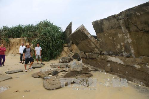 Nhiều điểm bờ biển ở Thừa Thiên - Huế bị sạt lở nghiêm trọng