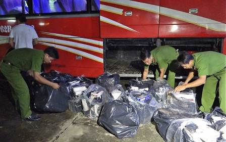 Bắt và thu giữ hàng chục nghìn gói thuốc lá nhập lậu