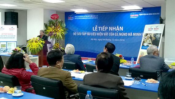 Tiếp nhận 10.000 tài liệu, hiện vật của Giáo sư Hà Minh Đức