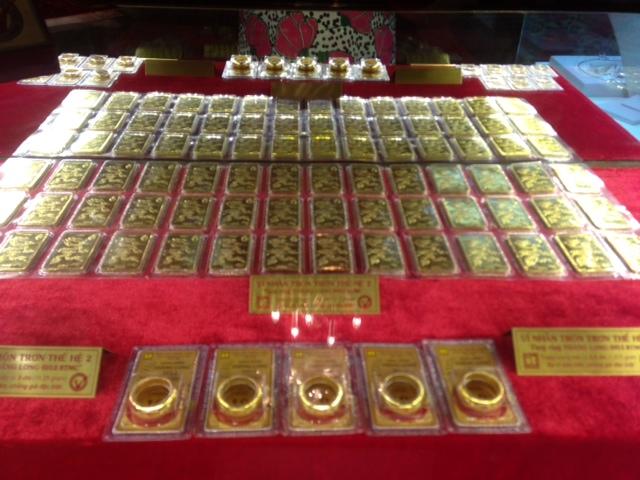 Đầu tuần, giá vàng bật tăng 200.000 đồng/lượng