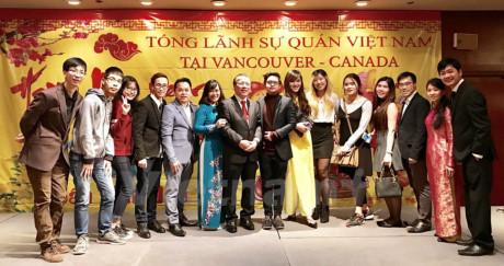 Cộng đồng người Việt ở miền Tây Canada tưng bừng đón Xuân Đinh Dậu