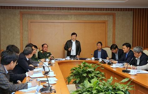 Phó Thủ tướng Trịnh Đình Dũng chủ trì cuộc họp về việc giải quyết ùn tắc tại sân bay Tân Sơn Nhất