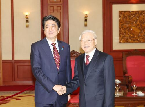 Tổng Bí thư Nguyễn Phú Trọng tiếp Thủ tướng Nhật Bản Sin-dô A-bê