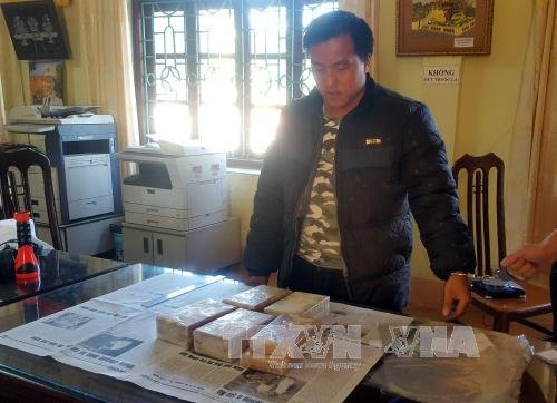 Lai Châu: Bắt đối tượng vận chuyển trái phép 10 bánh hêrôin