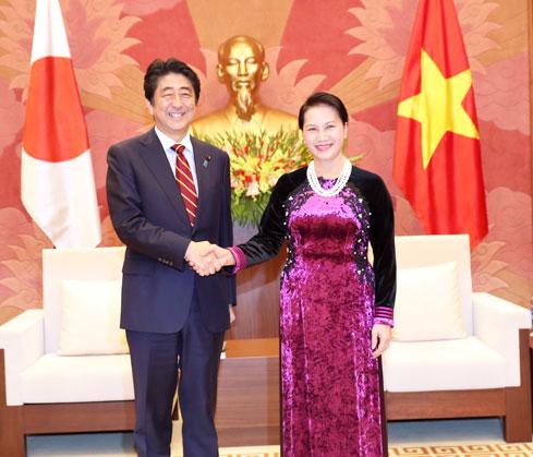 Chủ tịch Quốc hội Nguyễn Thị Kim Ngân hội kiến Thủ tướng Nhật Bản Sin-dô A-bê