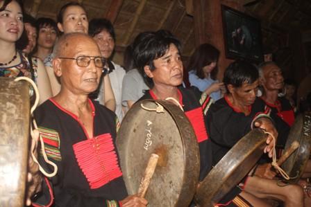 Lễ hội và bản sắc văn hóa