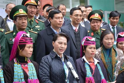 Chủ tịch Quốc hội Nguyễn Thị Kim Ngân chúc Tết lực lượng vũ trang và nhân dân vùng biên giới Quảng Ninh