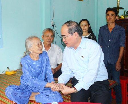 Chủ tịch Ủy ban Trung ương MTTQ Việt Nam Nguyễn Thiện Nhân thăm, chúc Tết tại Vĩnh Long