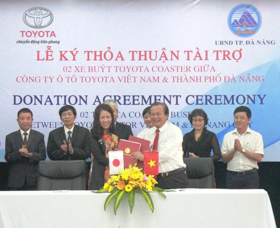 Toyota Việt Nam tài trợ 2 xe buýt cho thành phố Đà Nẵng
