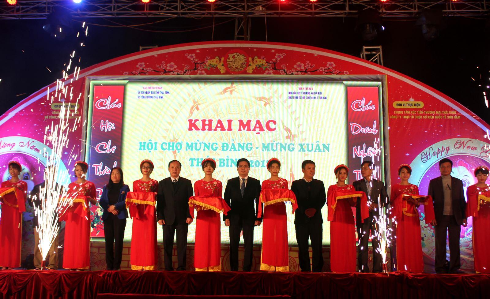 Khai mạc Hội chợ mừng Đảng mừng Xuân Thái Bình 2017